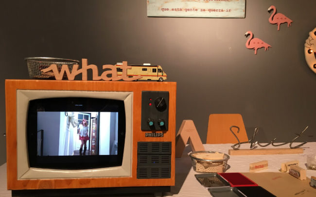 TV de madera artesanal en el Mercado de Diseño de Alicante
