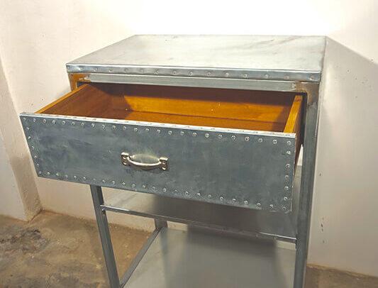 Mueble con cajón de madera