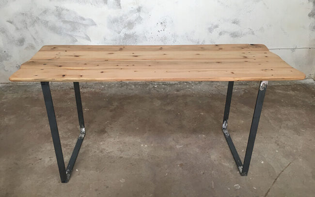 Mesa industrial de madera reciclada